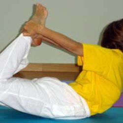 Cómo realizar la postura del arco